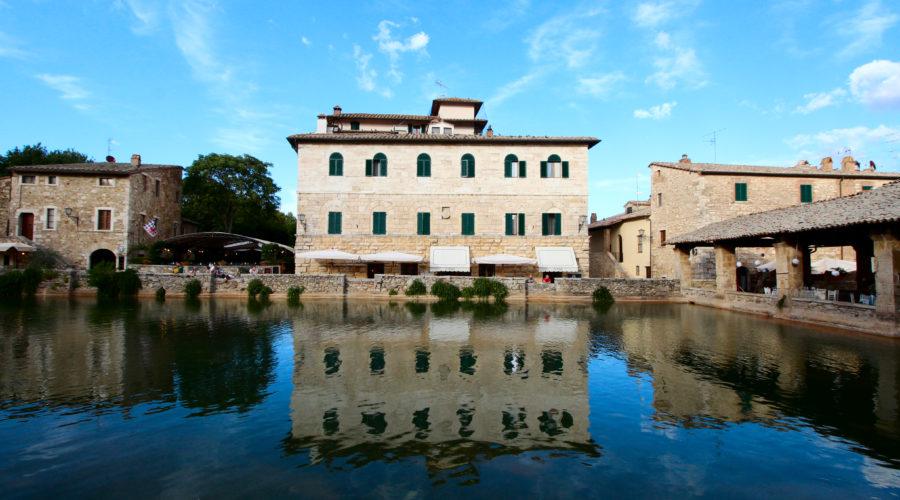 4- Visitare Piazza delle Sorgenti a Bagno Vignoni