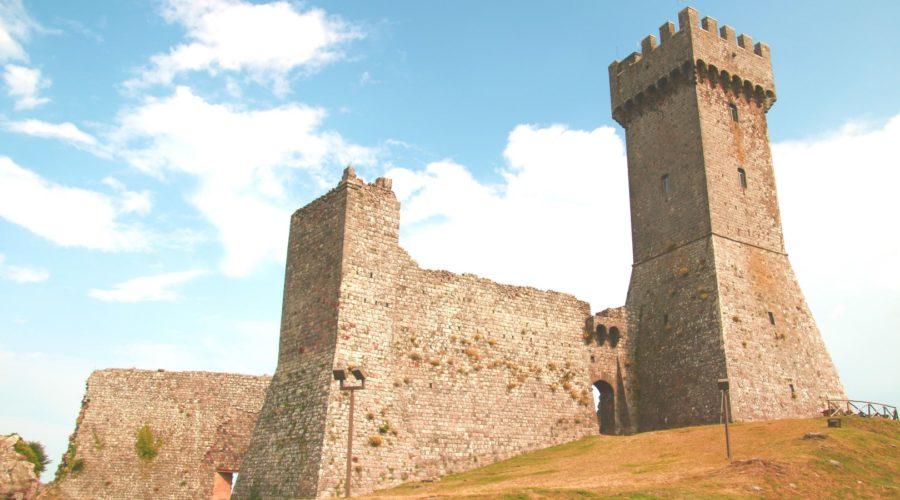 7- Ammirare il panorama in cima alla Rocca di Radicofani